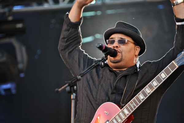 Israel Houghton - Loving God. Loving People.
